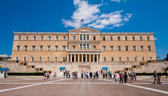 Начальная остановка находится в двух шагах от греческого парламента