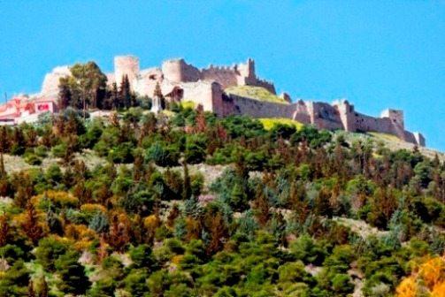 Вдоль трассы расположилось много древних городов и крепостей