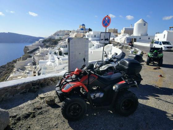 Квадроциклы - идеальный транспорт для изучения Санторини