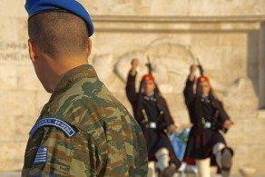 Церемония эвзонов и уникальная форма - сделали их одной из самых фотографируемых достопримечательностей Греции