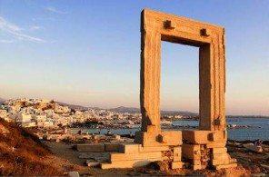 Ворота Портара являются визитной карточкой Наксоса