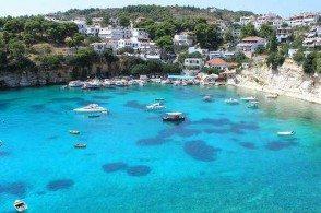 Гавань Вотси на острове Алонисос поражает кристальной чистотой воды