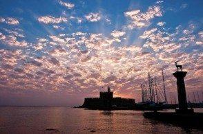 Порт Мандраки на Закате
