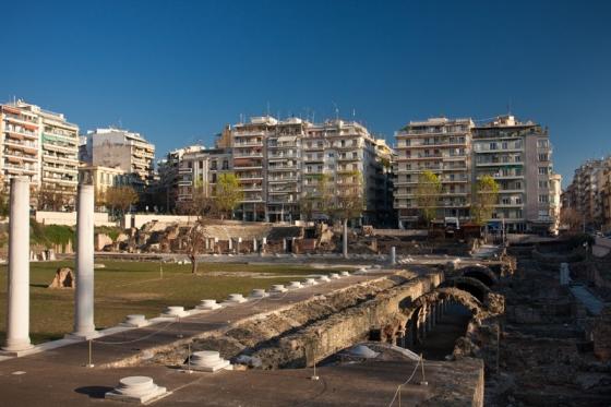 В Салониках древние руины можно встретить даже посреди улицы