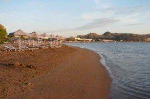 Пляж Фалираки - один из наиболее космополитичных и хорошо организованных пляжей Родоса