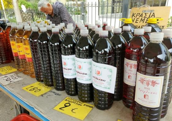 Ассортимент вина в Греции чрезвычайно широкий, а цены начинаются от 2 Евро за бутылку.