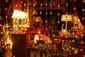 Перед Рождеством греческие магазины ломятся от подарков
