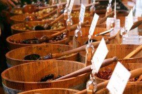 На греческие базары попадает меньше 10% собранных оливок