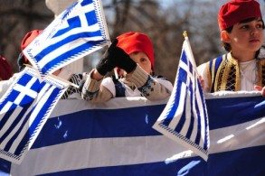 День Независимости маленькие греки готовятся встречать с особой помпой