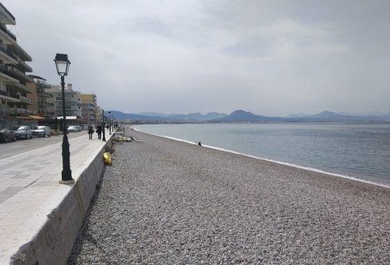 Пляж Лутраки