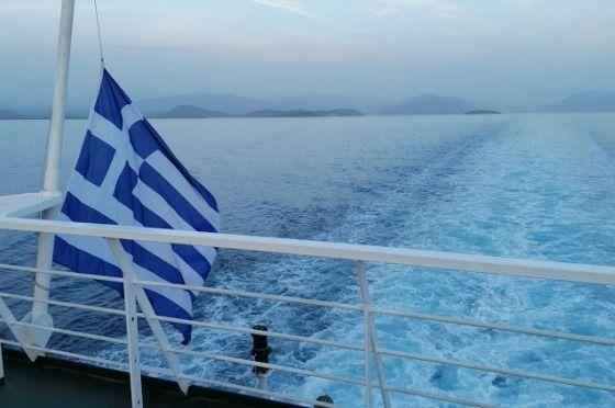 Флаг Греции на корабле