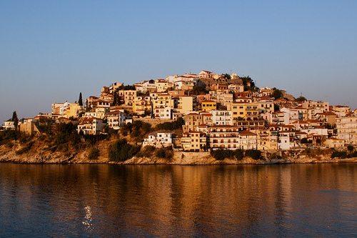 Город Кавала в Греции является вторым по величине городом Македонии