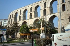 Средневековый акведук в Кавале был перестроен при Сулеймане I в 1530 г.