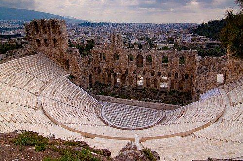 Вид на Афинский Акрополь завораживает