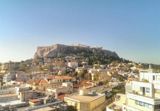 Акрополь хорошо просматривается из любого уголка центра Афин