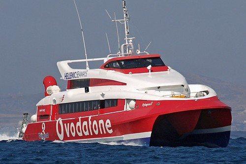 Из Афин на Санторини и обратно можно добраться на катамаране