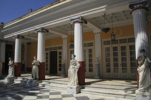 Греческие острова зимой рекомендуется посещать тем, кто не претендует на пляжный отдых