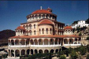 Отпуск на Эвии зимой можно посвятить осмотру музеев и церквей столицы острова - Халкиды, руин Акрополя и античного театра в Эретрии
