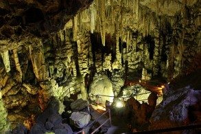 Согласно легенде, в пещере прятали маленького Зевса от его отца Кроноса