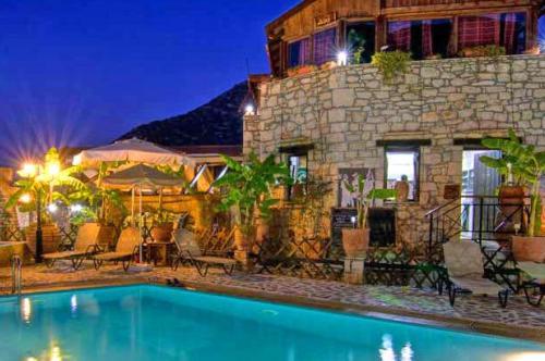 Stone Village абсолютно заслуженно считается одним из лучших отелей Крита для отдыха с детьми