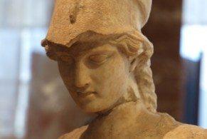 Величественная осанка, большие серые глаза, русые волосы – весь ее облик говорит о том, что перед вами богиня