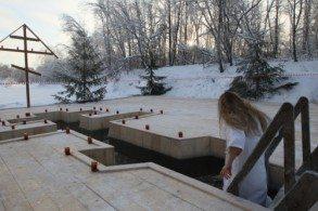 На Святом источнике построены часовня и купальня, а в день Крещения Господня на речке делается прорубь в виде восьмиконечного креста. Многие желающие купаются, а кто хочет - принимает таинство святого Крещения