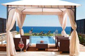 Современные виллы отеля  Al Mare Villas располагают собственными бассейнами и террасами для загара – отличное решение для большой семьи или компании друзей