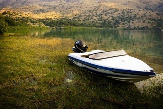 Пресноводное озеро Курнас расположено в окрестностях города Ханья у подножья Белых Гор