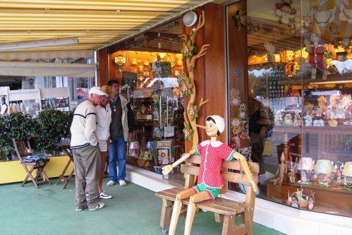 Время работы магазинов на Крите