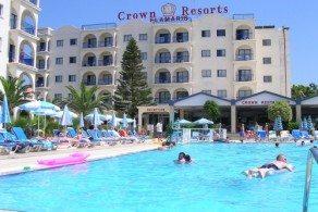 Хотя Кипр - остров достаточно крупный, но и отелей здесь более 1000. Поэтому придется потрудиться, чтобы выбрать из этого множества именно тот, который наиболее соответствует желаемым требованиям