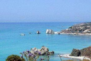 Июнь на Кипре идеально подходит для любителей пляжно-купального отдыха: солнце еще не успело накалиться и загар, полученный в этом месяце - особенно красивый