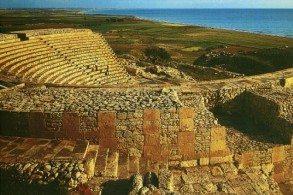 Основные мероприятия Шекспировских ночей организуются в Курионе – древнейшем амфитеатре, возведенном еще во II веке до н.э.