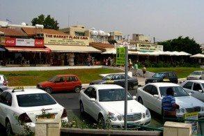 Цены на такси на Кипре меняются в зависимости от времени суток – ночные поездки (с 20:31 до 06:00) стоят несколько дороже, чем поездки днем