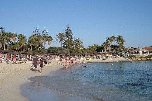 Погода Айя-Напы располагает к пляжному отдыху