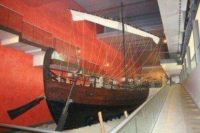 В Морском музее имеется отличная коллекция моделей кораблей, самой популярной из которых является копия судна «Кериния-Элефтерия», затонувшего у берегов Кипра в конце IV века до н.э.