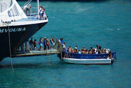 Туристы добираются до бухты Балос