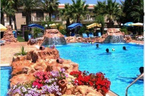 Бассейны для детей - норма для отелей Кипра