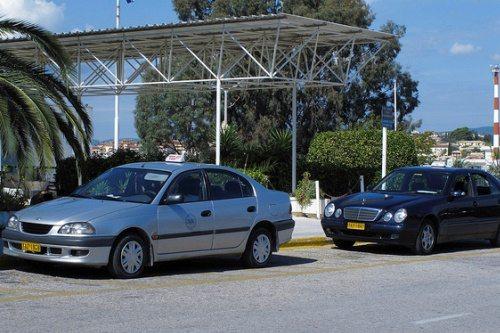На такси из аэропорта Корфу можно доехать до любого конца острова