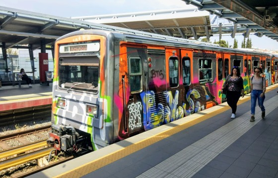 Общая протяженность линий метро - около 85 километров.