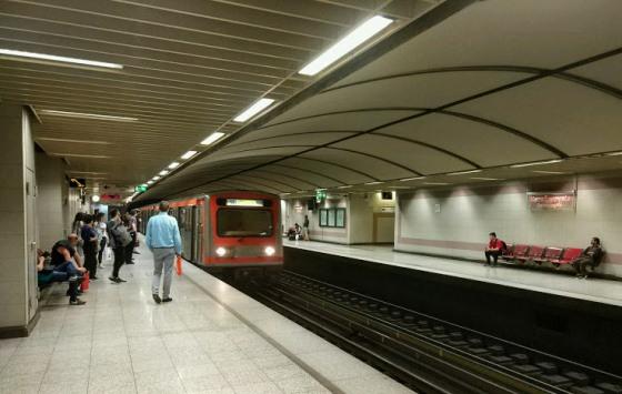 Днем интервал между поездами составляет около 5 минут.