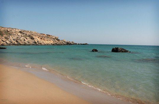Средиземноморская сторона мыса Прасониси на Родосе более спокойная