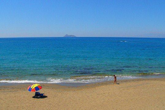Пляж Комос - один из лучших на Крите