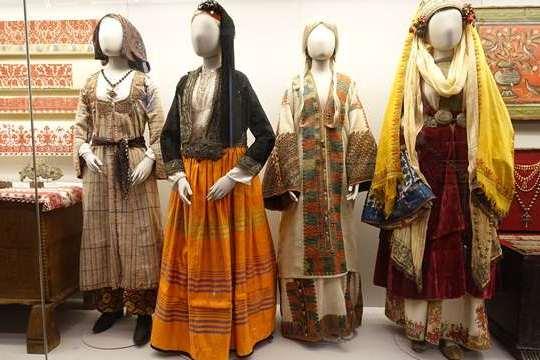 В музее более 25-ти тысяч предметов национальной одежды и аксессуаров