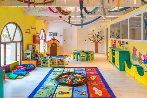 Для ребят организованы занятия как в помещении, так и на открытом воздухе