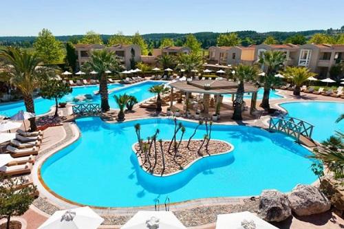 Все отели оснащены комфортными бассейнами