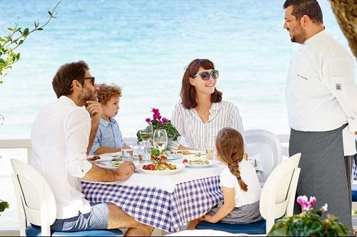Во всех отелях Sani Resort действует программа Dine Around