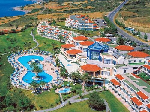 Пляж отеля Rodos Princess Beach Hotel расположен в небольшой бухте. Здесь никогда не бывает высоких волн
