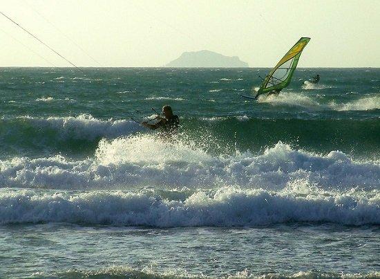 На курорте очень популярны активные водные виды спорта