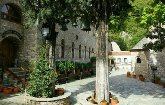 В монастыре Эвангелистриа повстанцы придумали греческий флаг