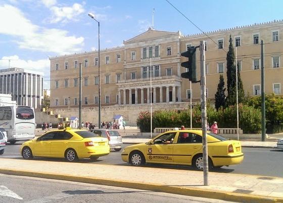 Такси на площади Синтагма, Афины